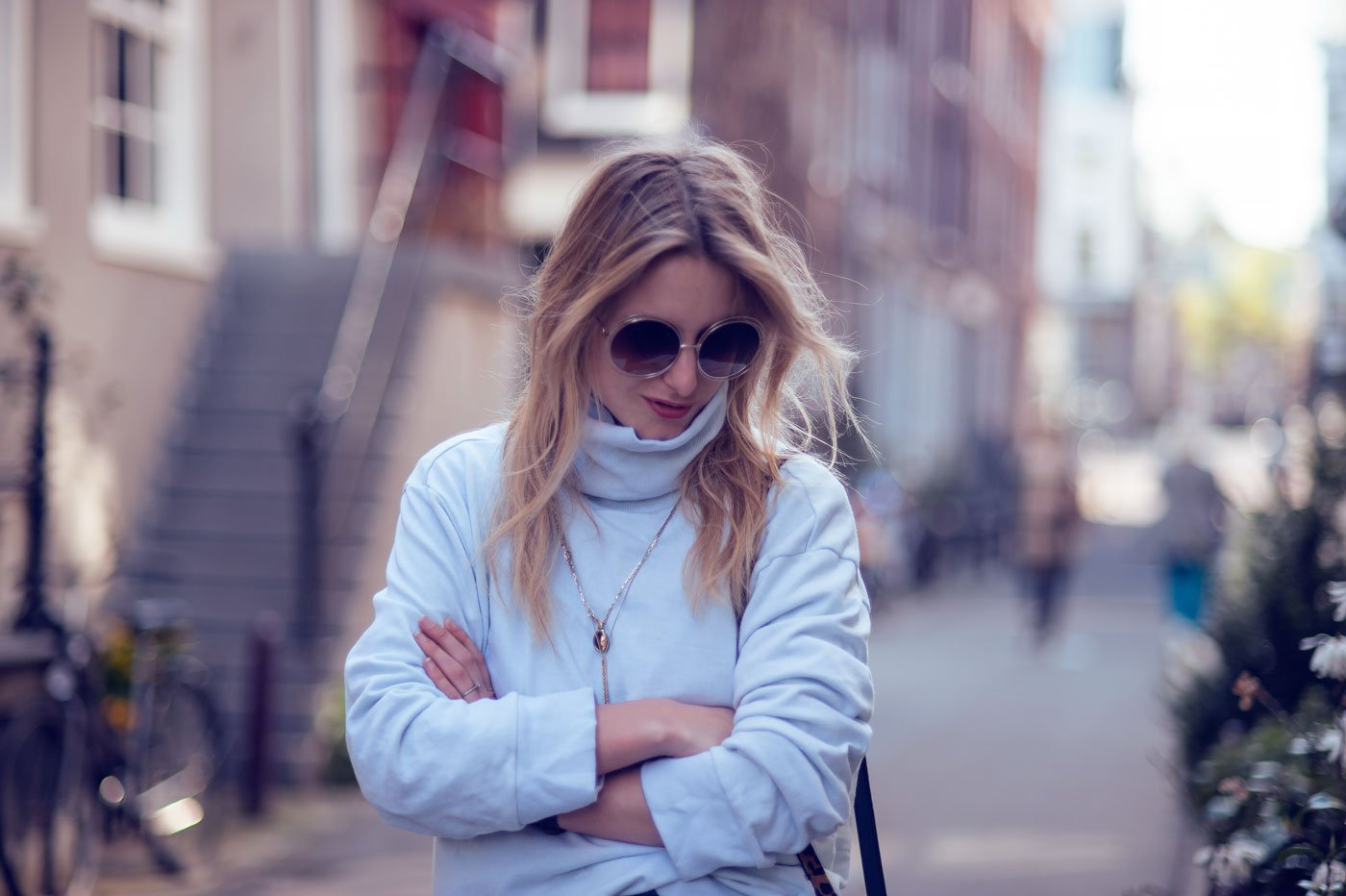70s style fashion blogger